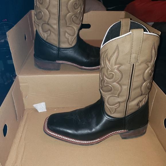 black laredo cowboy boots